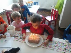 Adámek slaví 6 let.